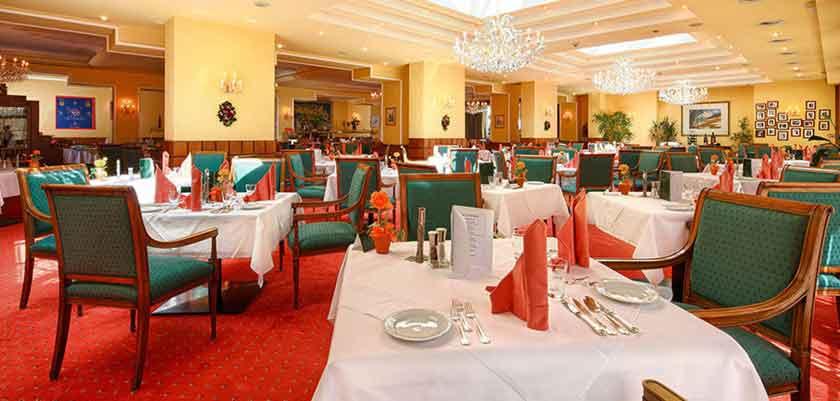 Austria_St-Anton_Hotel-post_restaurant.jpg